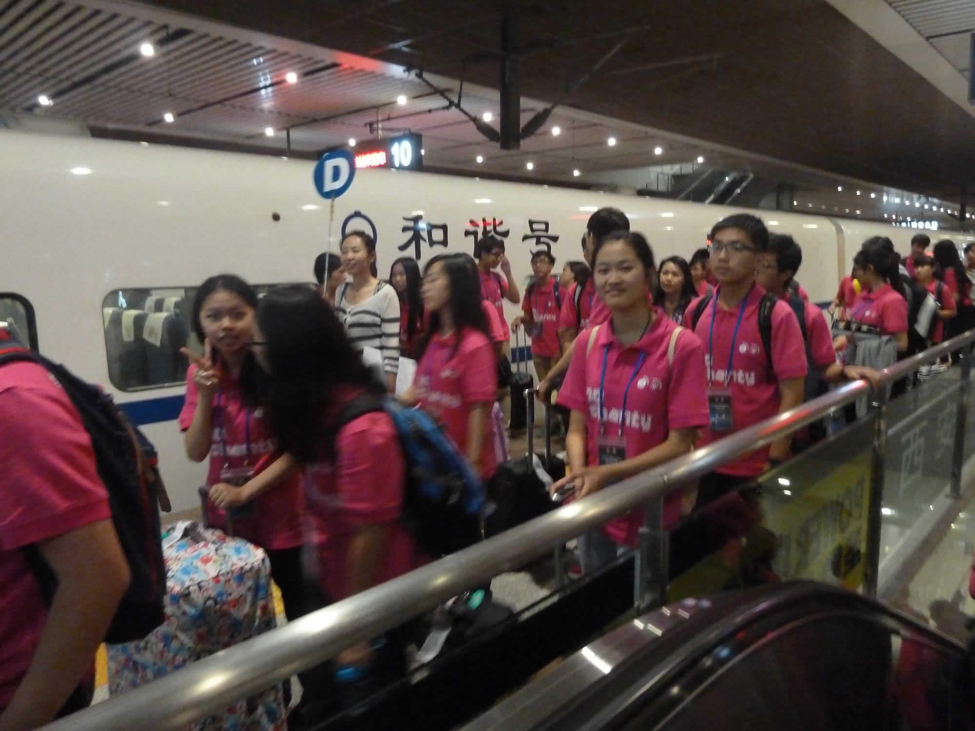 學生到達西安站